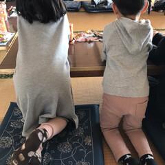 姉弟/くすみピンク/リンクコーデ/ファッション グレー×くすみピンク のリンクコーデで行…