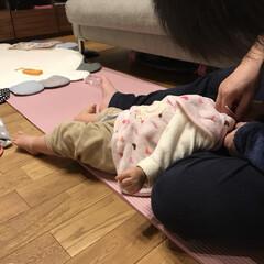 赤ちゃんのいる暮らし/赤ちゃん/1歳1ヶ月/おてて/あんよ/耳掃除 耳掃除中の末っ子ちゃん。 耳掃除が好きで…