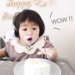 手作り/1歳バースデー/誕生日ケーキ/ケーキ/1歳/スマッシュケーキ/... スマッシュケーキ🎂 手で豪快に食べ続け、…