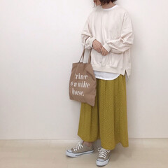 スウェットコーデ/GU/ドットスカート/春コーデ/イエローコーデ/ファッション GUのドットスカートで春らしいカラーのコ…