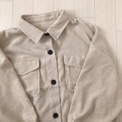 春服/エクリュ/コーデュロイシャツ/ファッション エクリュカラーのコーデュロイシャツ* め…