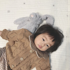 ジェリーキャット/ぬいぐるみ/1歳2ヶ月/赤ちゃん/娘/ベビーファッション/... 仲良しのうさぎさんとゴロゴロタイム♡ 今…
