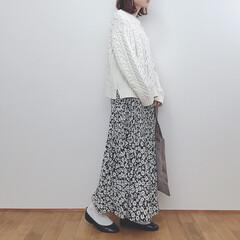 バレエシューズ/カジュアルガーリー/ニット/花柄スカート/しまむら/ファッション しまむらの花柄スカート着回し❁︎ 白ニッ…