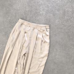 プチプラ/韓国ファッション/テーパードパンツ/サテン/サテンパンツ/ファッション めちゃくちゃタイプのパンツ見つけた♡ テ…(1枚目)