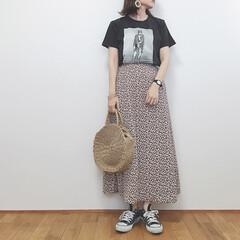 カジュアルコーデ/ロックT/花柄スカート/GU新作/GU/ファッション/... 花柄スカートにロックTの組み合わせ♡ ど…