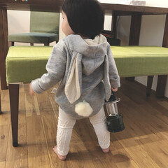 うさぎロンパース/仁王立ち/1歳1ヶ月/娘/赤ちゃん/着ぐるみ/... 我が家のうさぎさん🐰 仁王立ちしてテレビ…