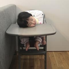 寝顔/寝落ち/赤ちゃん/生後11ヶ月 ご飯中に寝落ちした娘💤 食べてる途中で目…