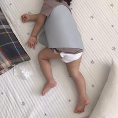 娘/1歳7ヶ月/寝相/ねんね/お昼寝 お昼寝中の末っ子ちゃん。 いつも私が寝た…