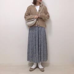 大人かわいい/花柄スカート/ケーブルニット/ニットカーディガン/GU/ファッション この冬たくさん着たお気に入りのニットカー…