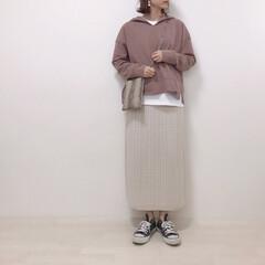 パイソン柄バッグ/パーカーコーデ/タイトスカート/上下GU/ファッション 上下GUコーデ。 ニットのタイトスカート…