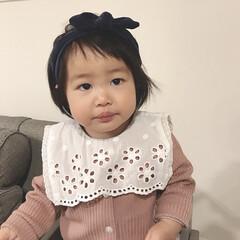 娘/1歳2ヶ月/ベビーコーデ/ヘアバンド お友達からもらったヘアバンド♡ ボサボサ…(1枚目)