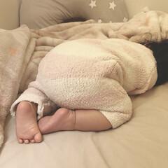 あんよ/生後11ヶ月/寝相/赤ちゃん 朝起きたらこんななってた。笑 丸いおしり…