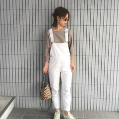 ユニクロ/ワッフルクルーネックT/サロペット/秋コーデ/コーデ/ファッション  白のサロペット をユニクロの ブラウン…
