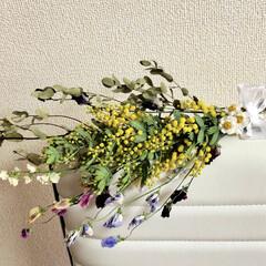 ユーカリ/スイートピー/縦長/スワッグ/ミモザ/花かんざし/... 細長い感じを意識して ミモザ、スイートピ…