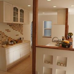 レンガの壁/ニッチ/可愛いキッチン/ナチュラルな家/タイルの床のキッチン レンガにニッチ、タイルの床のキッチンです。