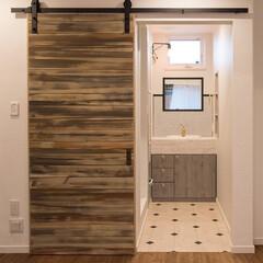 パウダールーム/洗面台/2階洗面台/バーンドア カリフォルニアスタイルのお家のセカンドパ…