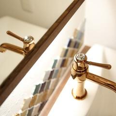 宝石のような水栓金具/コラベルタイルの洗面台/おしゃれな洗面台 宝石のような水栓金具とコラベルのタイルが…
