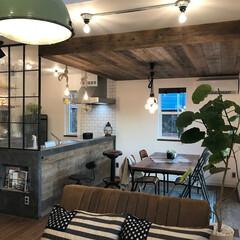 ブルックリンスタイルの家/インダストリアルの家/モルテックスのキッチンカウンター/ユーズドウッド/足場板の壁 イー・プランニング(ぶたさんの家)のつく…(1枚目)