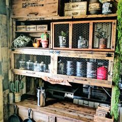 ヴィンテージインテリア/ヴィンテージ加工/古材/木の温もり/木が好き/お気に入り/... リンゴ箱を積んで、ホームセンターで買って…