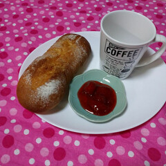 イチゴジャム/フランスパン/住まい/おうちカフェ 無骨な形のフランスパン作ってみましたo(…