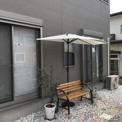 半円パラソル/オリーブの木/ベンチ/庭/おしゃれ/暮らし パラソル届いたぁ🔆🔅
