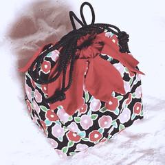 和風/巾着袋/ハンドメイド 椿柄の巾着袋