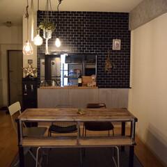 壁紙/黒タイル/照明/ハンギンググリーン/ハンギング/ダイニングルーム/... Dining