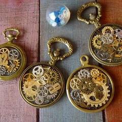ハンドメイドレジン/懐中時計パーツ 今日はネックレス用に~レジン遊びを。 イ…