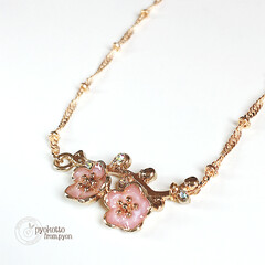 ネックレス 枝の付いた桜のネックレスです