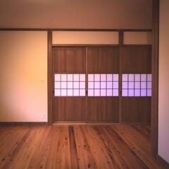 圧密床材/阿部興業株式会社/宇都宮市/栃木県/薪ストーブのある家/薪ストーブ/...    木の建具が、なつかしい感じのするお…