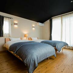 快眠/調室効果/寝室/珪藻土/木炭/究極の寝室 究極の寝室の昼バージョン 黒い天井は、木…