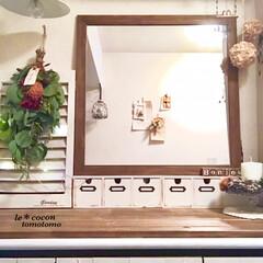 花のある暮らし/ディスプレイ/下駄箱の上/ナチュラルテイスト/手作り雑貨/ミラーDIY/... 玄関にスワッグ飾りました♪ お正月には水…(1枚目)