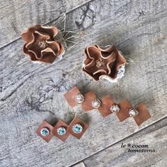 手作り雑貨/ナチュラル雑貨/ヘアアクセサリー/バレッタ/お花型/ブローチ/... レザーのお花のブローチと バレッタを作り…