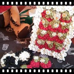 ブローチ/コイル編み/頂きモノ/present/フレームリメイク/いちご/... イチゴ🍓のフレームとコイル編みはリミアの…