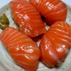 ゆうごはん/お寿司/サーモン/暮らし/フォロー大歓迎 夕飯は サーモンのお寿司でした❣️🤩  …