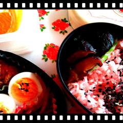 赤飯/おかず/お弁当/フォロー大歓迎/わたしのごはん/おうちごはんクラブ/... 仕事先にて!  桜弁当♥♪  椎茸の甘辛…