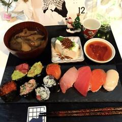 自宅ずし/宅呑み推進委員会/夕ごはん おばんです☺️ 今日はお寿司食べたくなり…