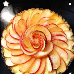りんごのタルト/夜な夜なスイーツ こんな時間ですが…  りんごの薔薇のタル…