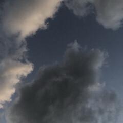 空 今日から10月。 現在の空、日も沈むのも…