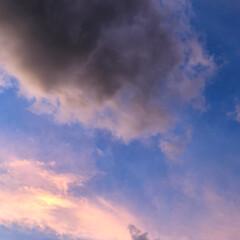 夕焼け空 今日の夕焼け空です。 同じ空でも、少し時…
