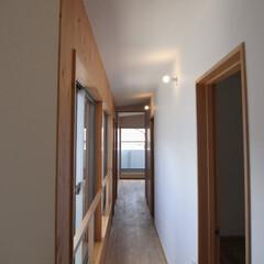 2階廊下/モーガルソケット/ローコスト/多世帯 多世帯のコの字の家