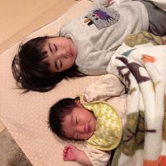 赤ちゃんいる暮らし/娘の成長日記/姉妹 夕方に同時に寝ちゃった時の写真👶👧💤 気…