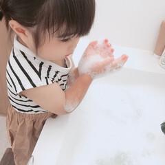 お家遊び/暮らし 暑かったので洗面所で泡遊びをしていた娘👧…(2枚目)