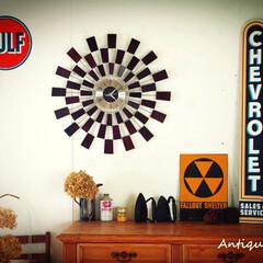 ウォールデコ/アンティークショップ/電池式/壁掛け時計/ミッドセンチュリーインテリア/ミッドセンチュリー/... 🇺🇸ウッドスパイクが放射状にたくさん並ん…