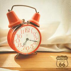 レトロポップ/古道具/手巻き式/ぜんまい/目覚まし時計/アンティークショップ/... 🇩🇪ドイツから来ました 80年代の手巻き…