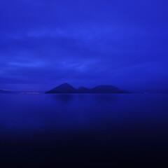 湖/黄昏/曇天/青/中島/カルデラ湖 Calm deep blue  北海道虻…