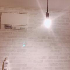 サニタリールーム/洗面所/照明/壁紙/おうち/住まい 我が家のサニタリールーム。リビングの照明…