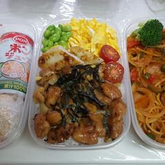 高校男子お弁当 #米➡焼き鳥丼 #麺類➡ナポリタン #パ…(1枚目)