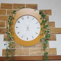 セリア セリアの剥がせるシートを貼り 時計にセリ…