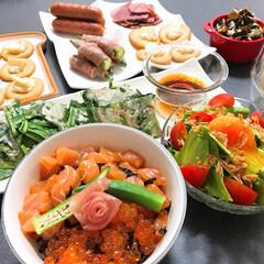誕生日/親子丼/おうちごはん 息子の誕生日の夕飯です。 大好きな鮭の親…